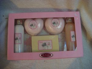 Me To You  Tatty Teddy boxed Toiletries Gift set.
